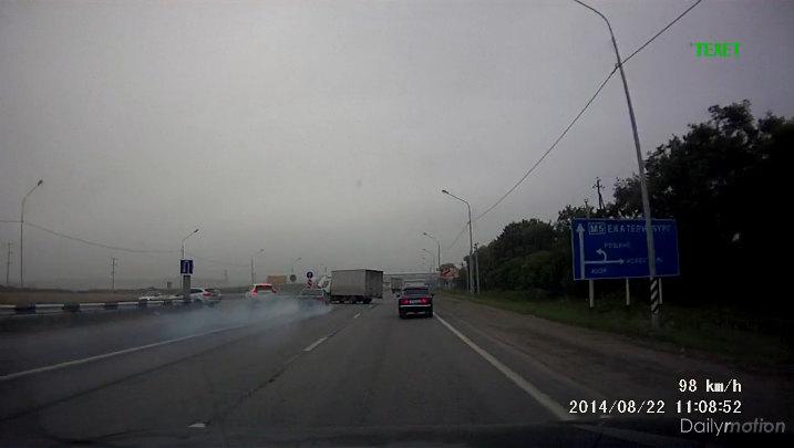 Accident sur une voie rapide en raison d'une vitesse excessive.